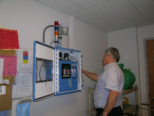 Permeation tube being connected to inlet